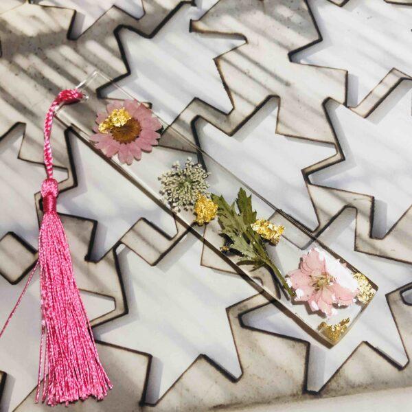 Marcapaginas con flores secas 2